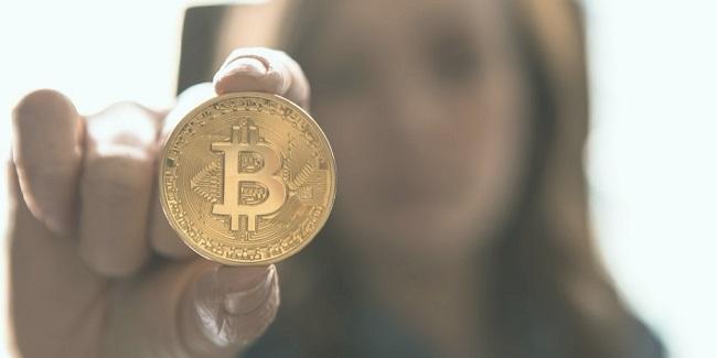 Bitcoin munt in hand
